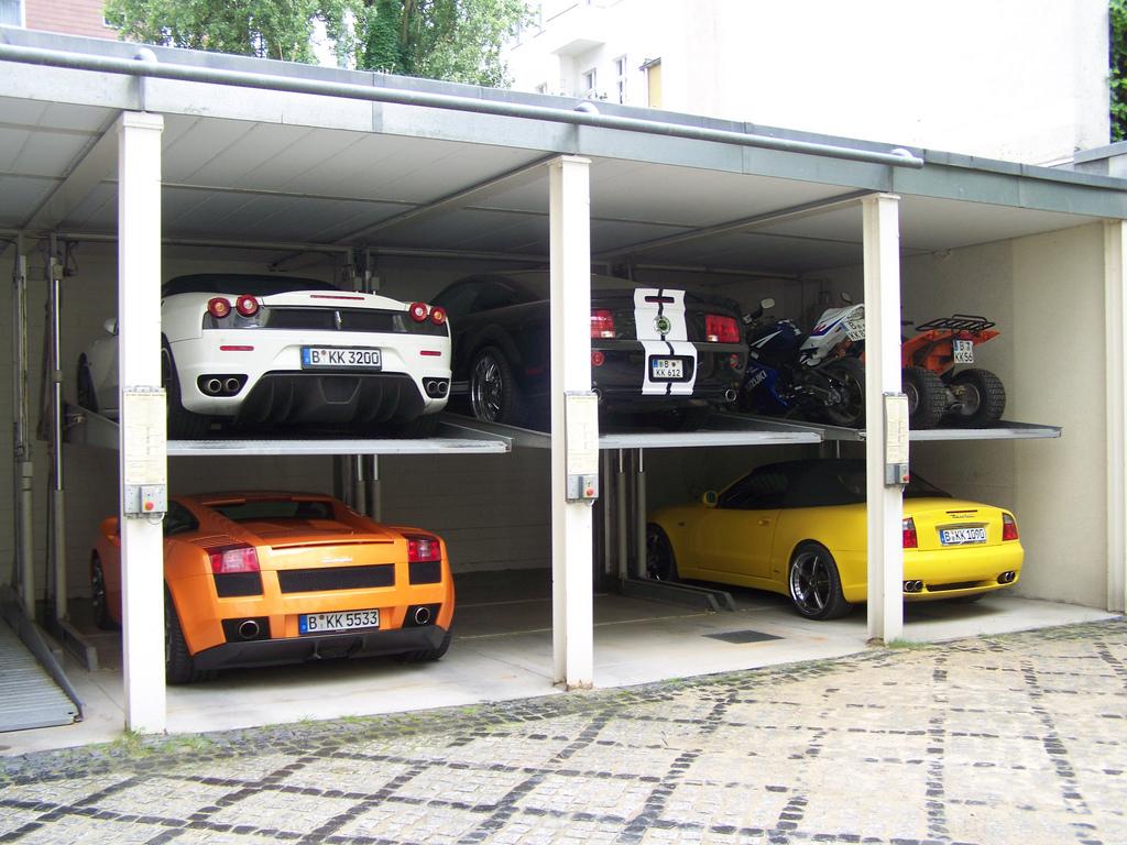 Poschodová garáž
