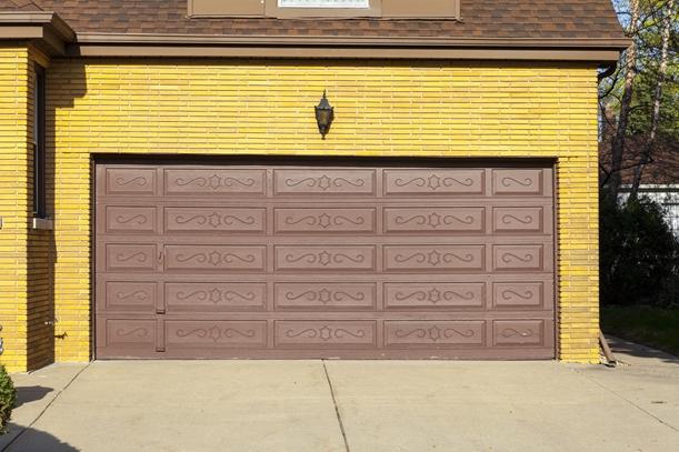 Farebná garážová brána