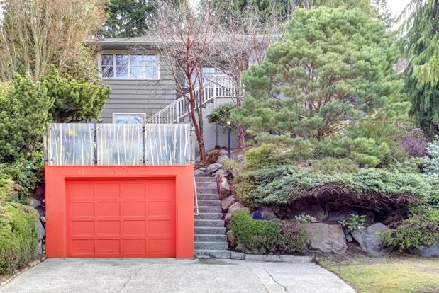 Garážová brána výraznejšia ako dom