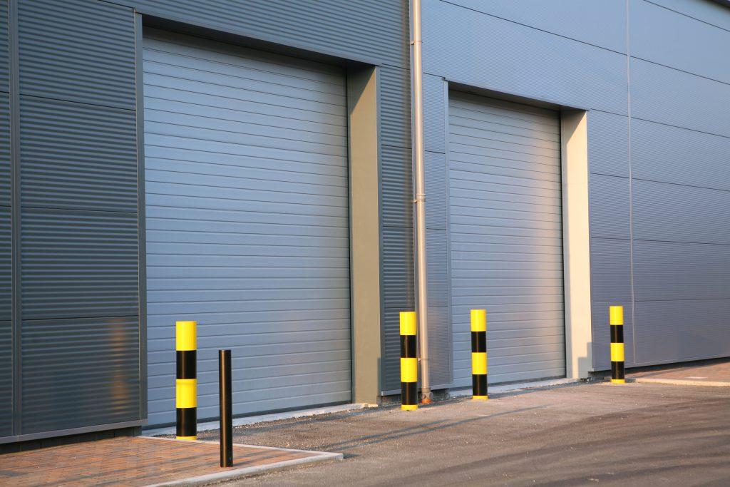 Aký je rozdiel medzi priemyselnými a klasickými bránami?