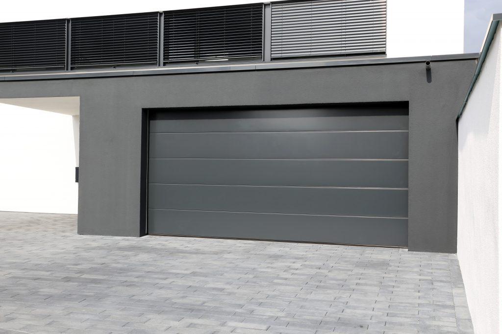 Budujete príjazdovú cestu ku garáži? Na toto si dajte pozor