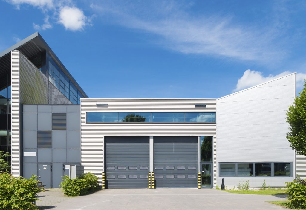 5 kritérií, ktoré by mala spĺňať priemyselná garážová brána