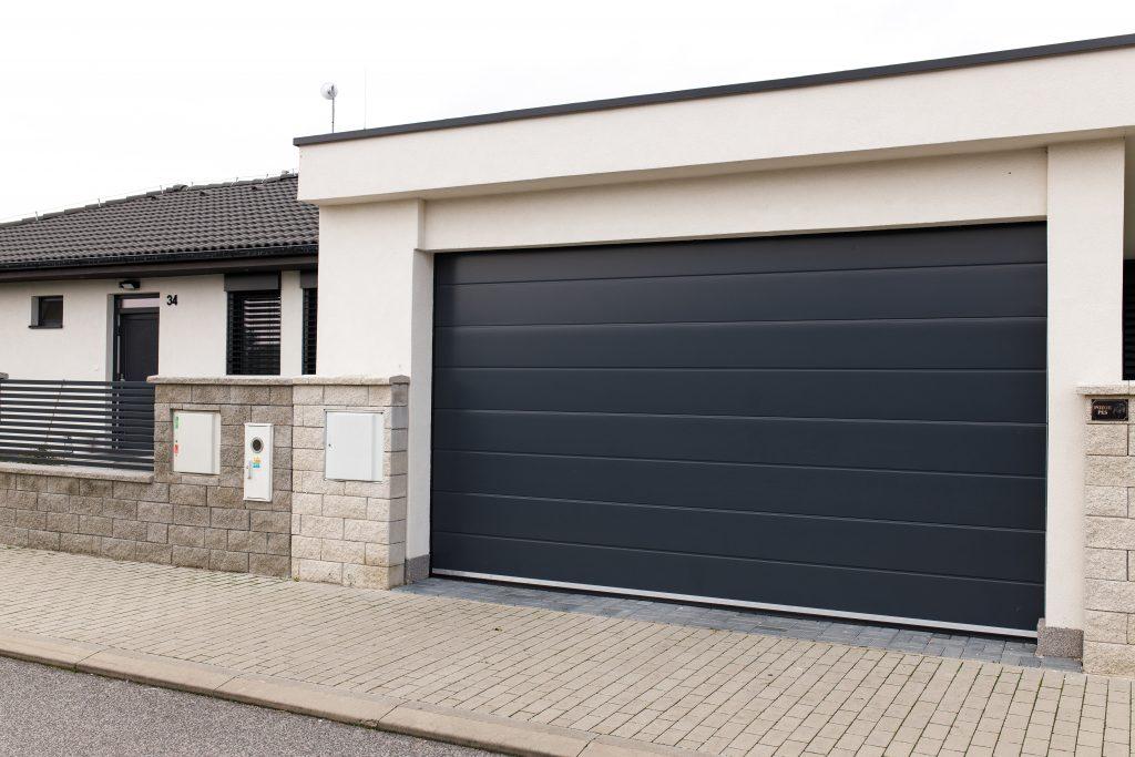 Je lepšia garáž v dome, alebo samostatne stojaca garáž?